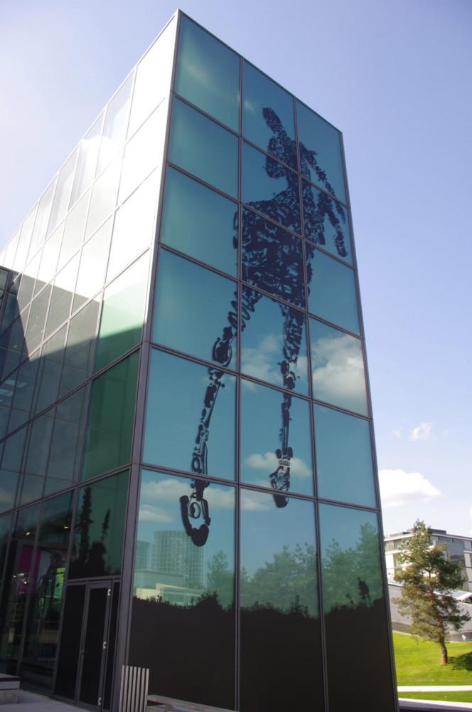ZEithaus Volkswagen, Kunstwerk Henrik Schrat, Fassadenbild